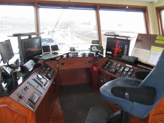 Typical Modern Towboat Controls